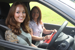 Why You Should Choose a Female Driving Instructor